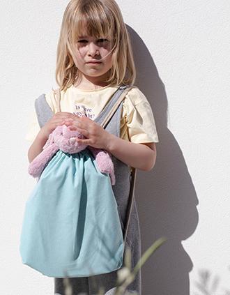 Mochila pequena em material reciclado com cordão de ajuste – Tamanho de criança